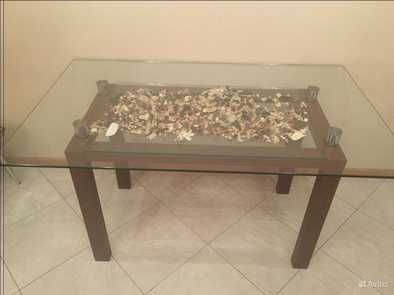 Стеклянный кухонный стол  новгороде