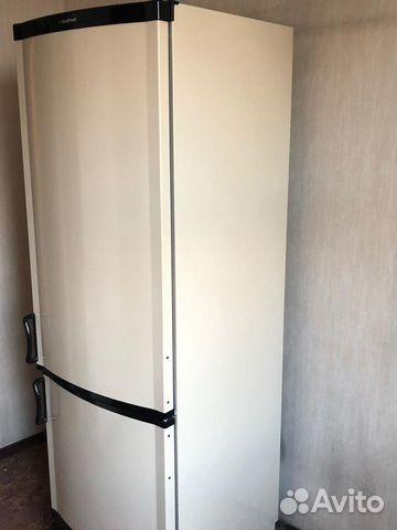 Холодильник в кухне прованс